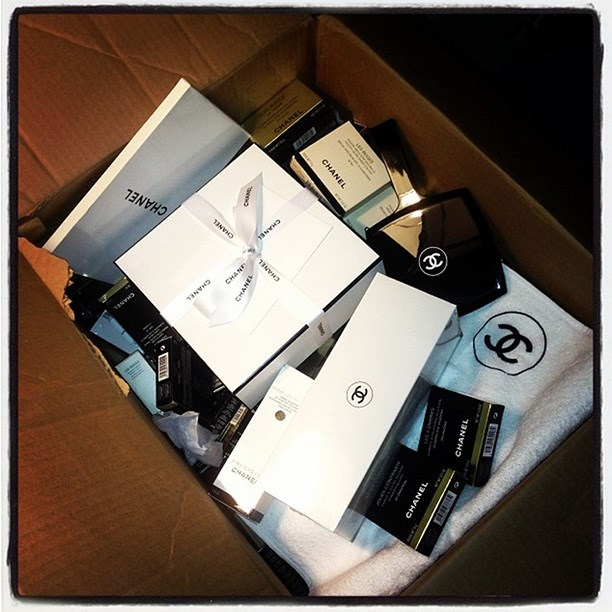 Nick Barose's stash of Chanel makeup for Nyong'o's red carpet look. Image from @dilokritbarose