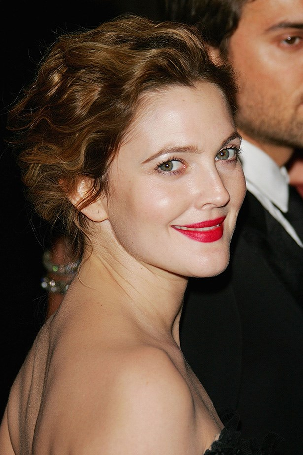 At the MET Gala in 2006, Barrymore looked radiant with soft goddess waves and a vibrant red lip.