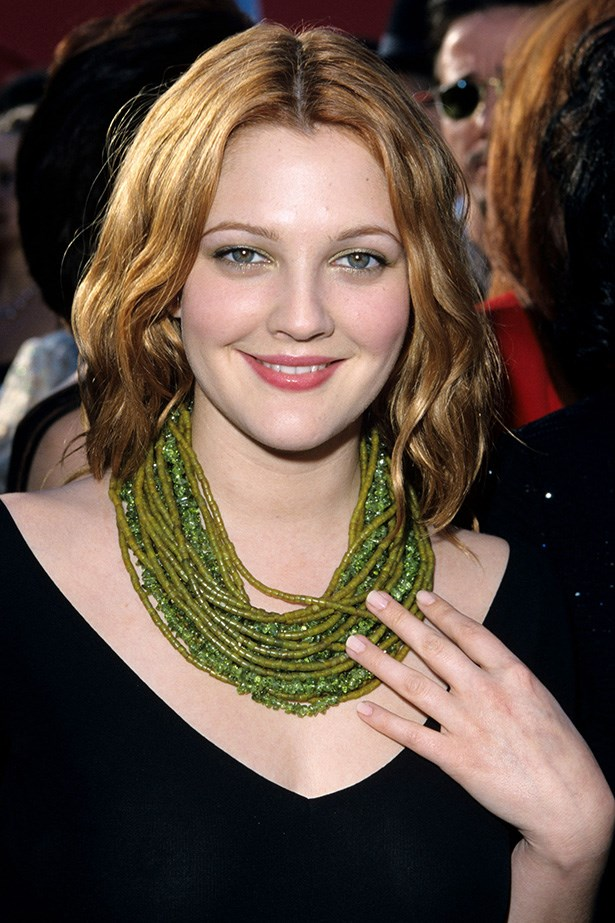 Now a regular face on the Oscars red carpet, Barrymore arrives to the 72nd Annual awards in 2000 with barely-there eye makeup and her auburn hair in soft waves.
