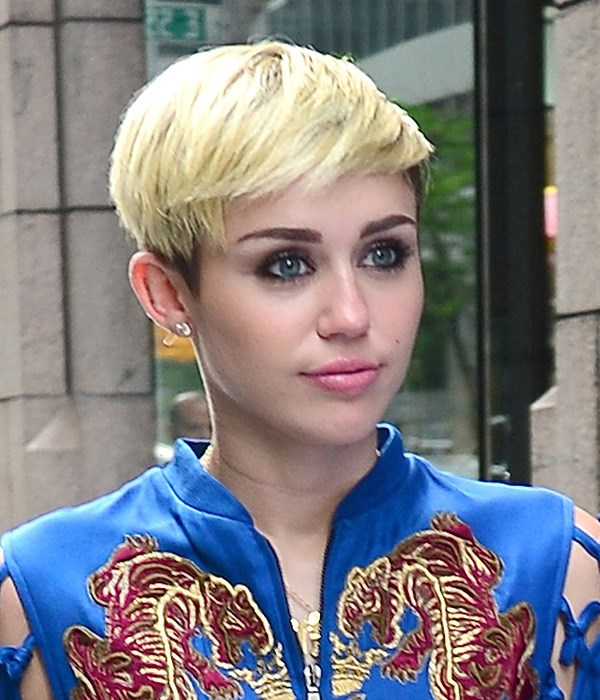 In 2013, Cyrus styled her growing crop à la Bieber – her platinum colour softened with her brunette regrowth and some gold blonde highlights.