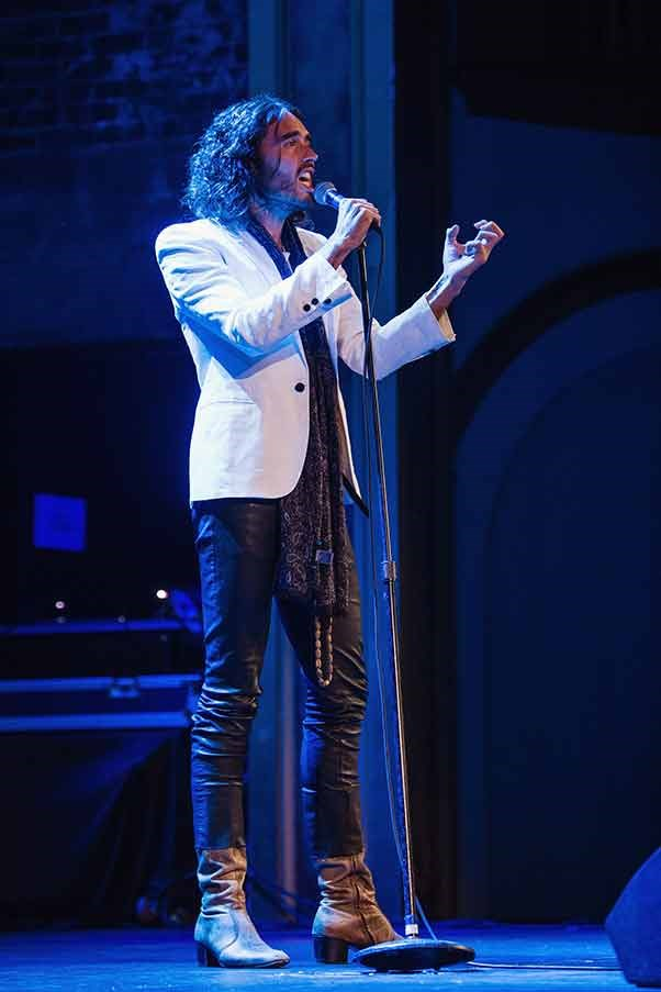 Russel Brand in meggings