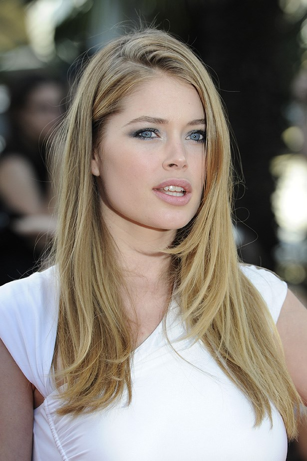 On the red carpet at the 2011 Cannes Film festival, 2011 Cannes festival, the star kept her look simple with a sleek blow-dry and smoky charcoal eye shadow.