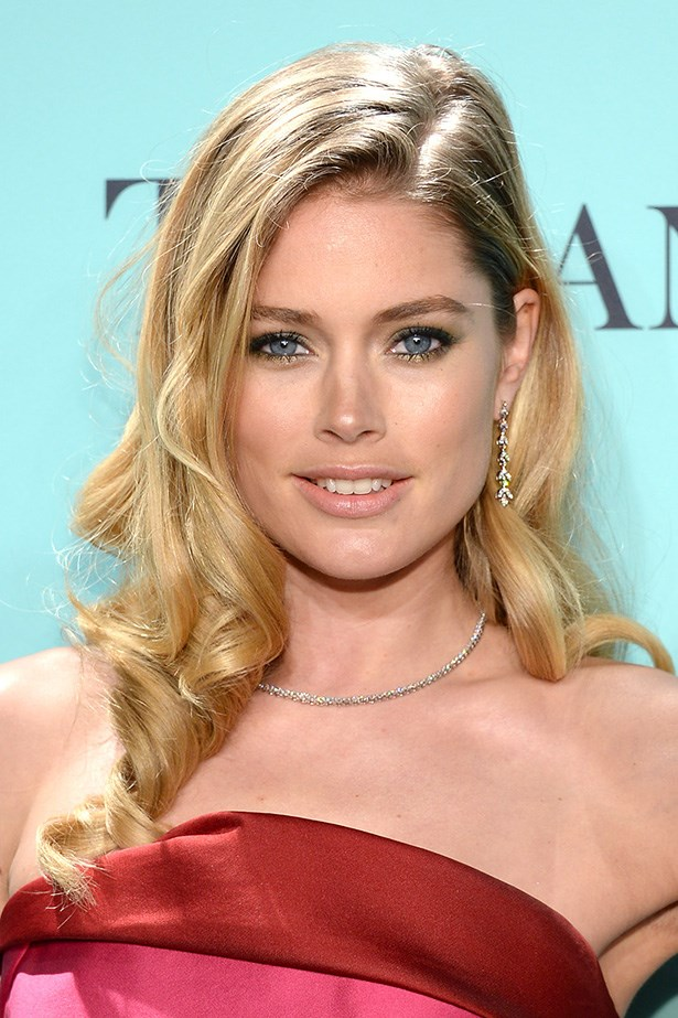 Dripping in diamonds, Kroes attended a Tiffany & Co. event in 2013 with barrel curls and a flick of gold eyeshadow.