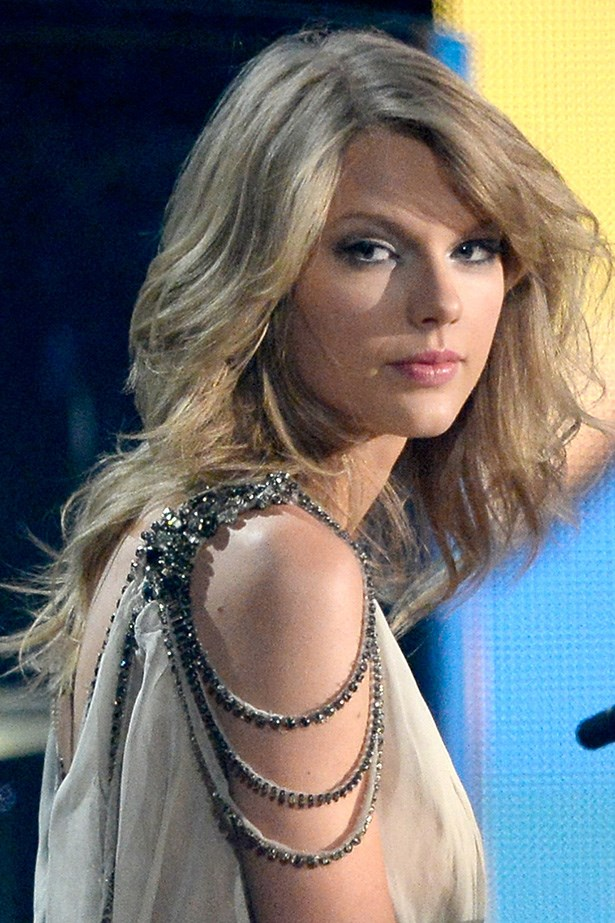At this year's Grammys Swift caught the attention of the audience with dramatic hair-whips as she performed <em>All Too Well</em>.