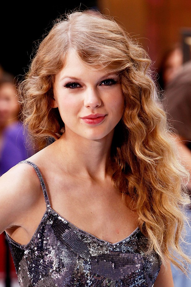 The country girl went back to her roots in 2010, performing at the TODAY show in NYC with voluminous matte-finish waves.