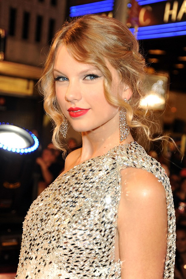 Swift's romantic up-do was the perfect addition to her glamourous gown at the 2009 MTV Video Music Awards.