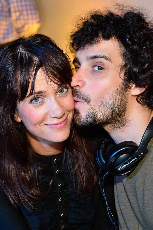 WHO: Kristen Wiig and Fabrizio Moretti <br> THE DATE: Fabrizio turns up on Kristen's doorstep with a mini-Moog and a huge bunch of flowers. He plays her a song he wrote about her, and they get back together.
