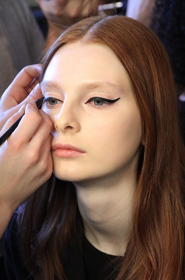 <strong>The new winged liner<BR></strong> The dramatic fluid liner at Cushnie Et Ochs' complemented the 60's mod-middle parted hair.