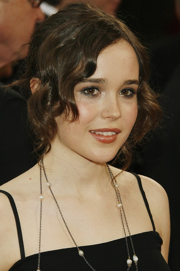 Page arrived at the 2008 Academy Awards looking old-school chic, wearing a 1920's-esque 'do and a hint of gloss.