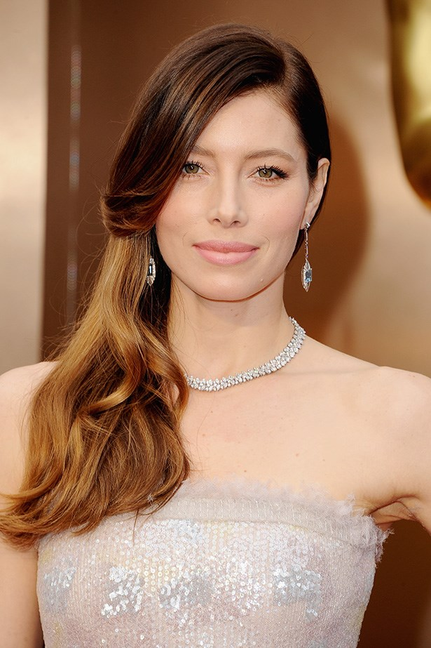 Jessica Biel is a presenter at this year's Oscars. The actress wore her hair in a simple side-part styled into soft waves and kept her makeup look understated leaving her Chanel gown and Tiffany & Co. jewellery to sing.