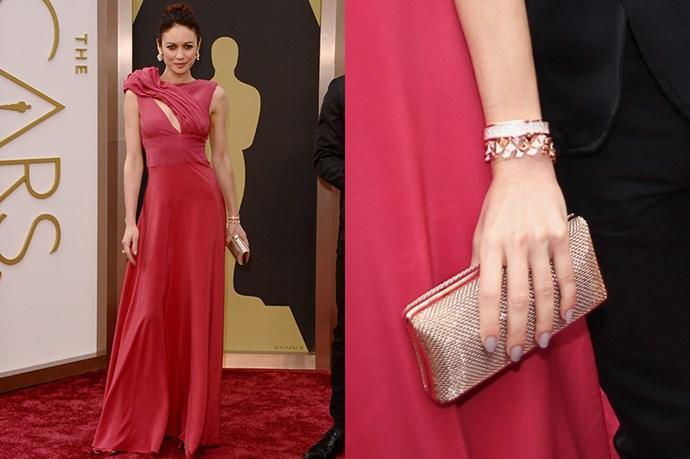 Bond girl lga Kurylenko was carrying a gold Oroton clutch on the Oscar's red carpet.