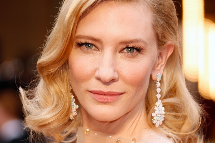 Cate Blanchett wore stunning Chopard drop-earrings on with her heavenly Giorgio Armani dress.