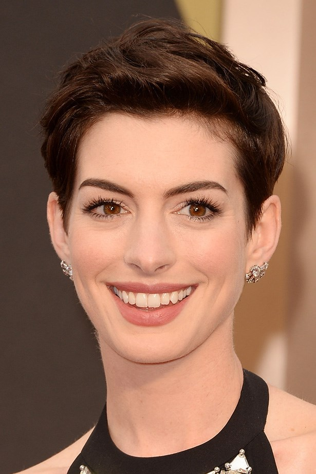 Anne Hathaway's mussed, playful hair kept her look fresh. A nude matte lip added a little sophistication to the Versace-wearing star's look.