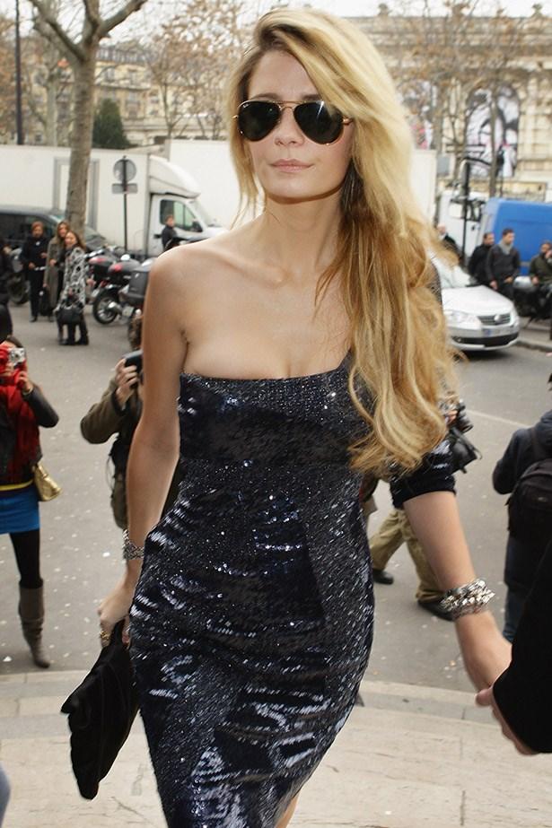 Mischa Barton minx-ing on her way into the Elie Saab Haute Couture show in Paris, 2009.