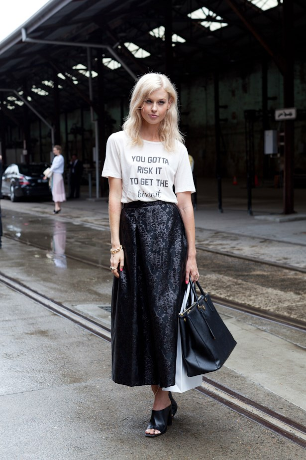 Playing it cool by pairing back a slogan tee with a black skirt, mules and Prada Saffiano bag