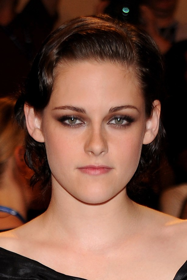 Ditching her usual grunge-style, Stewart went for old Hollywood beauty with a slick finger-wave and glamorous smoky eye at the Met Ball in 2010.