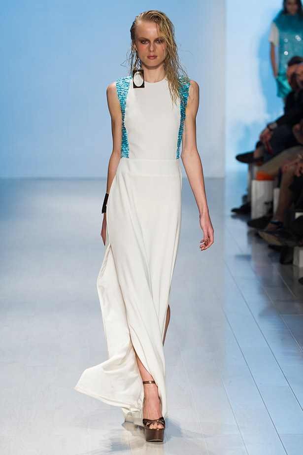 This crisp column dress by Jayson Brunsdon is fresh and elegant, and we haven't seen the Duchess in pure white in a while.