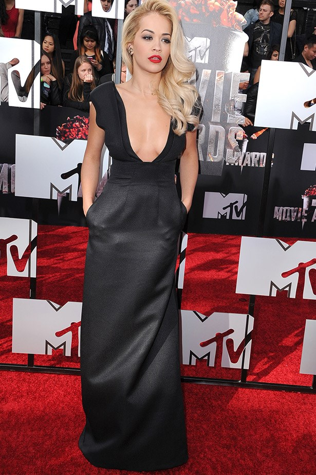 Singer Rita Ora, who has been making some out-there sartorial choices of late, looked divine in this plunge neck gown by Barbara Casasola.
