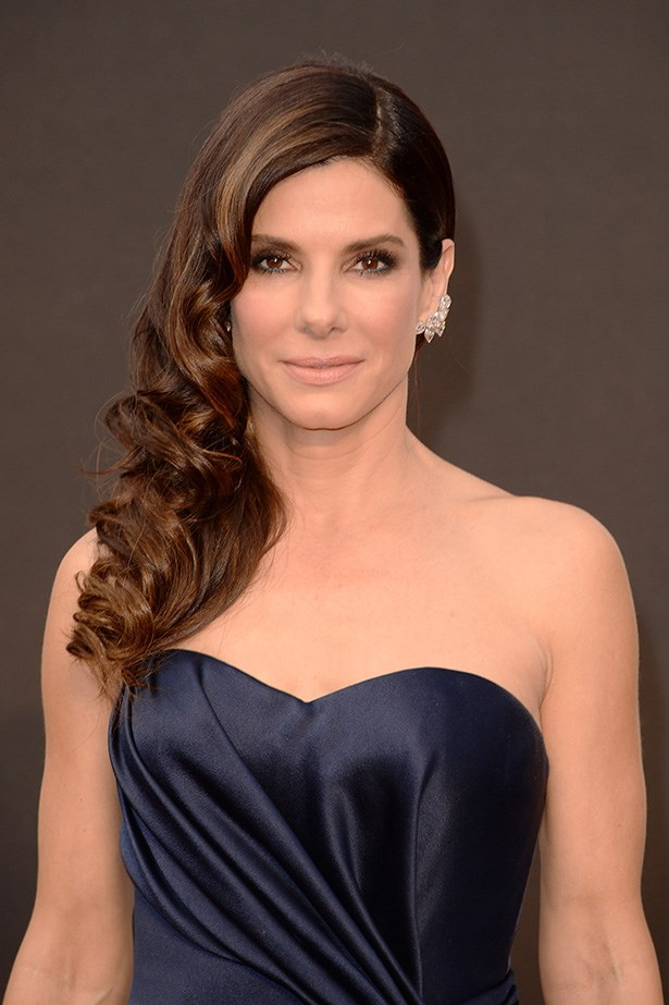 With her hair side-swept and curled, Sandra Bullock looked regal as this year's Oscars.