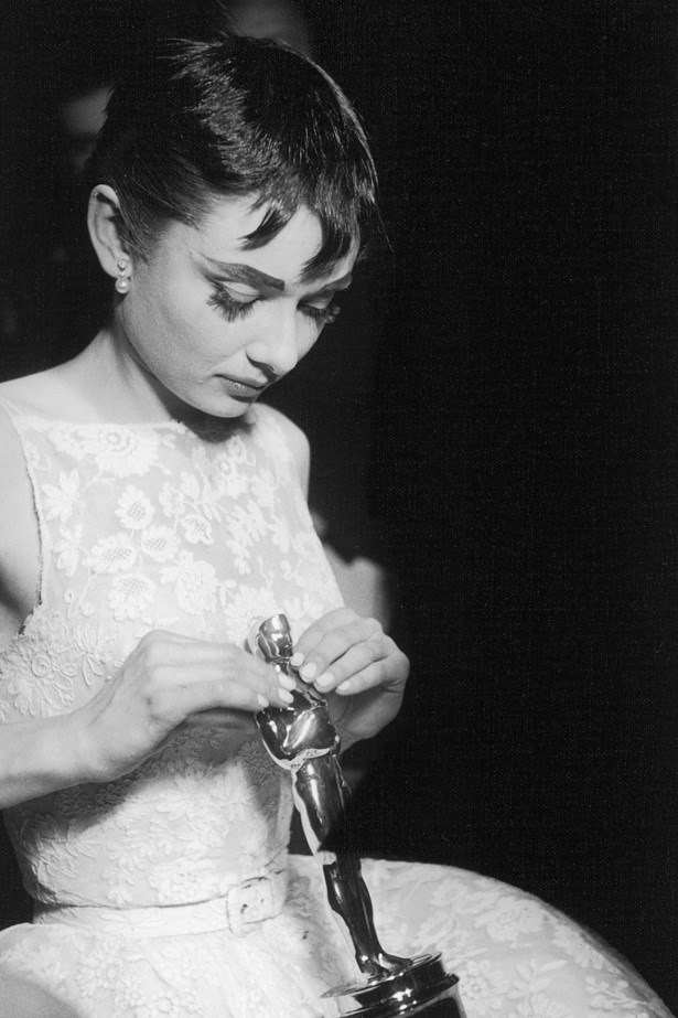 Audrey Hepburn with her 1954 Oscar for Best Actress for <em>Roman Holiday</em>.