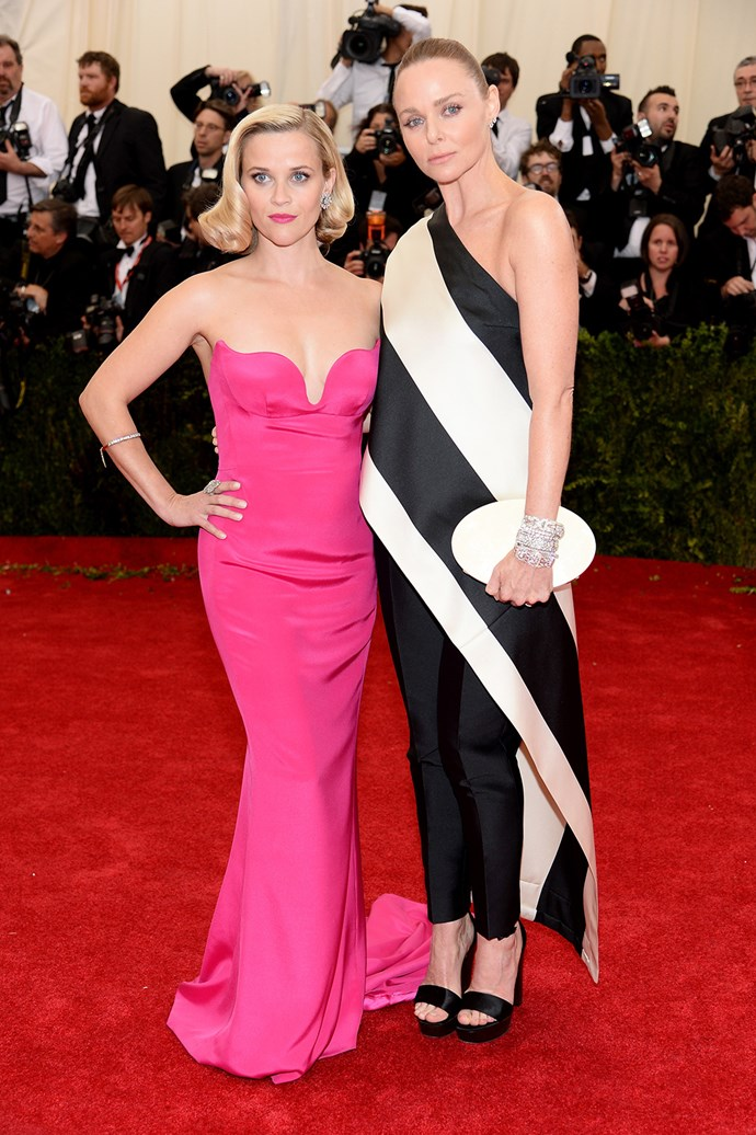 Reese Witherspoon poses with designer Stella McCartney while wearing one of her beautiful designs.