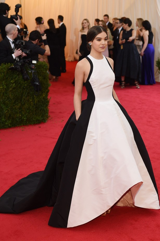 Hailee Steinfeld looked grown up and gorgeous in this voluminous  Prabal Gurung gown.