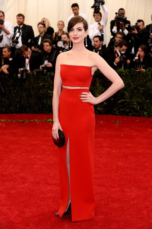 The always elegant Anne Hathaway wearing  Calvin Klein.