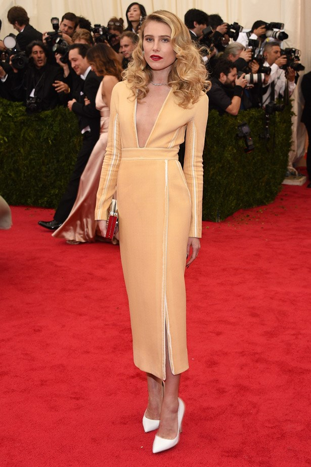 Dree Hemingway was a breath of fresh air in this peach gown and vintage-inspired makeup look.