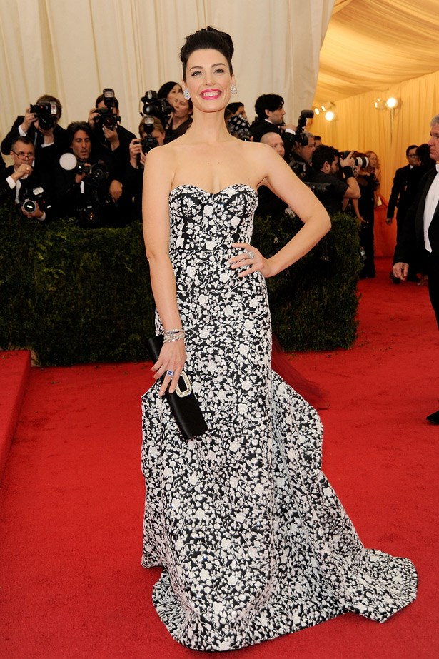 Mrs Don Draper, <em>Mad Men</em>'s Jessica Pare stunned in this exquisite printed Michael Kors gown.