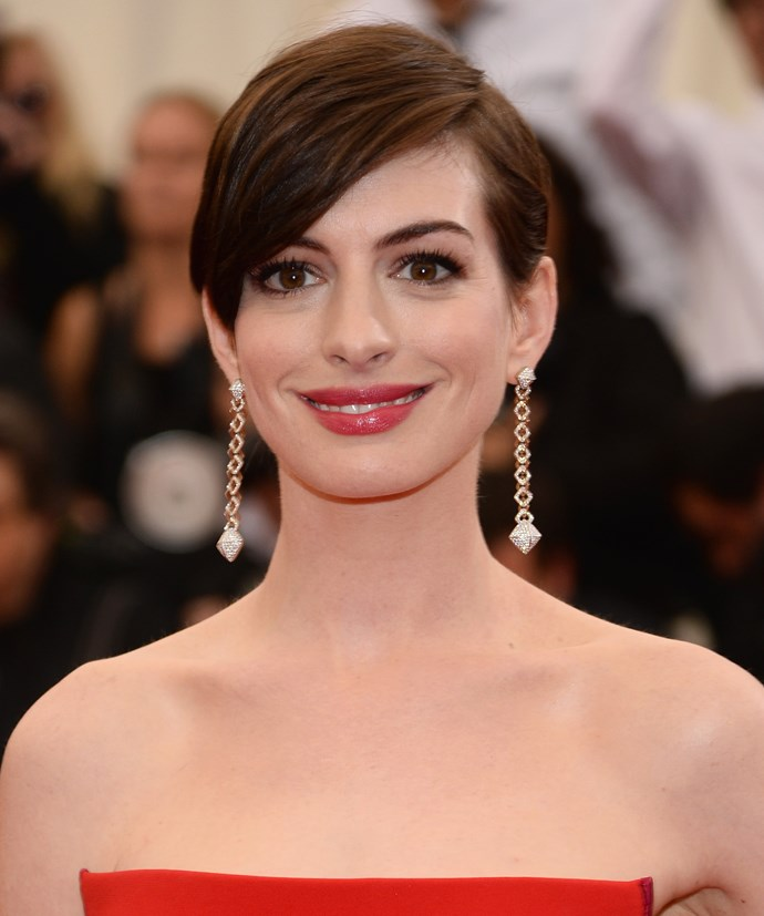 Anne Hathaway wearing Calvin Klein Collection gown with Rauwolf clutch and Vhernier earrings.