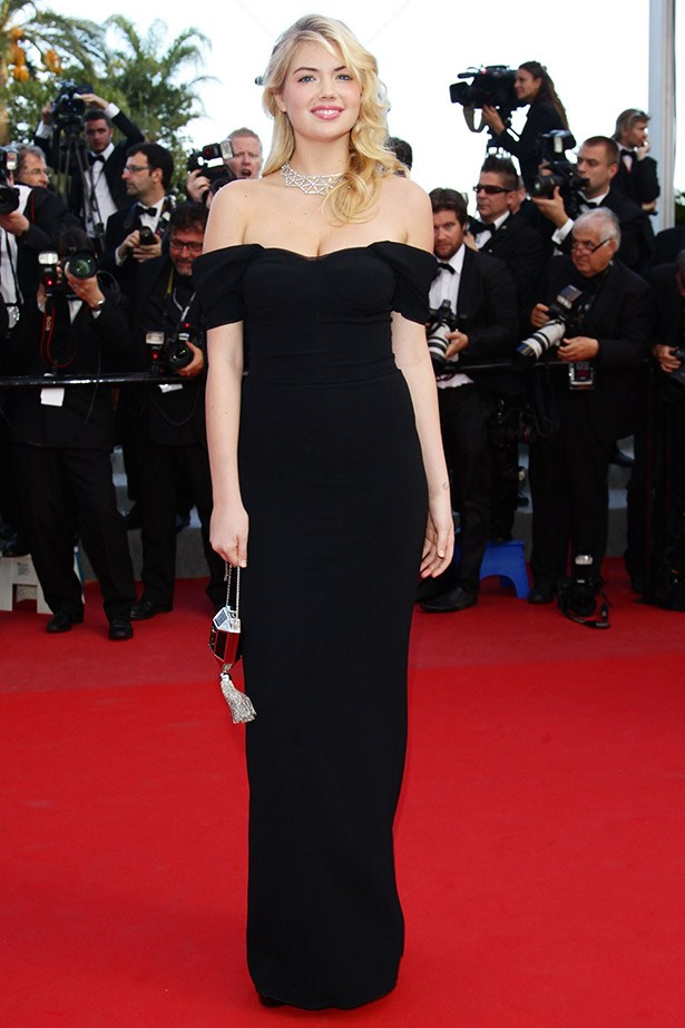 Supermodel Kate Upton wearing a off-the-shoulder black gown by Dolce & Gabbana in 2012