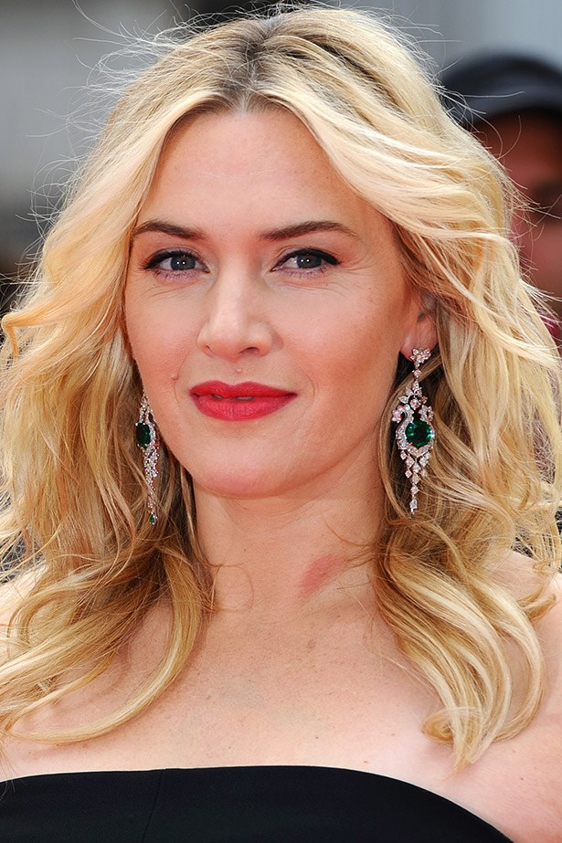 <strong>Kate Winslet's flawless finish</strong><br><Br> Kate Winslet's personal makeup artist, Linda Melazzo has told <em>ELLE.com </em>that for the Titanic star's finish, she applies foundation with foundation brush then blends with a squeezed, slightly damp makeup sponge.