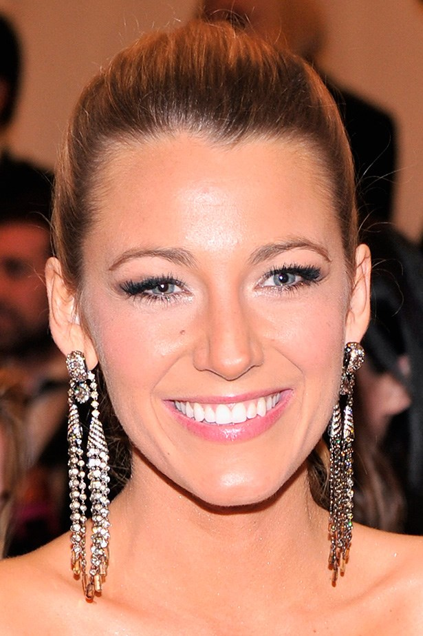 A smoky, cat eye is elevated with false lashes at the 2013 Met Gala.