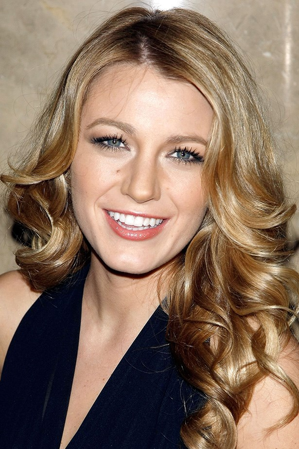 A younger Lively embraces voluminous curls at the 25th Annual Night of Stars in 2008.