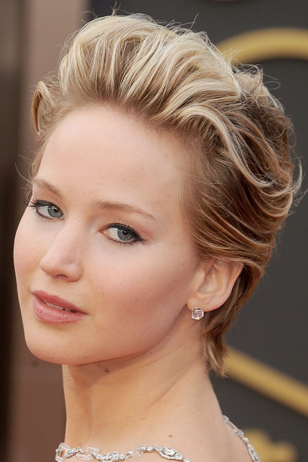 The critically acclaimed actress' short strands are backcombed for extra root volume at the 2014 Academy Awards.