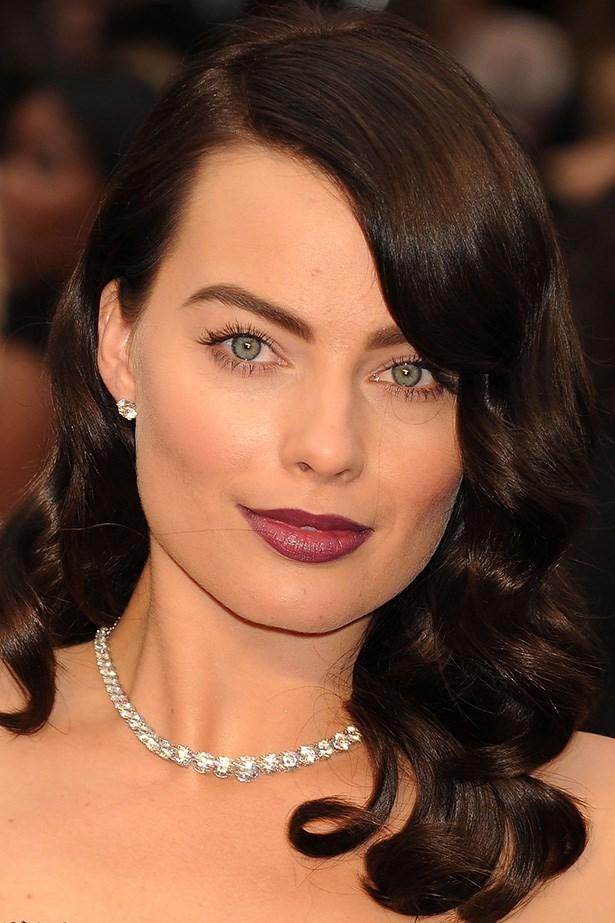 Deep brunette curls and a berry lip make Australian beauty, Margot Robbie's eyes pop at the 2014 Academy Awards.