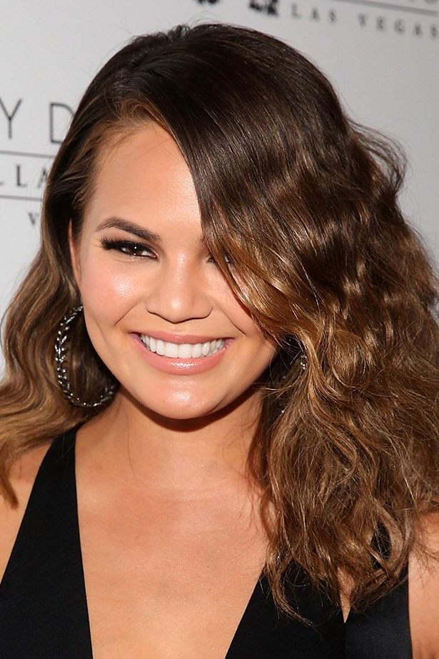 Sports Illustrated cover girl, Chrissy Teigen pairs a sultry cat eye with textured, shoulder-grazing tresses in Las Vegas.