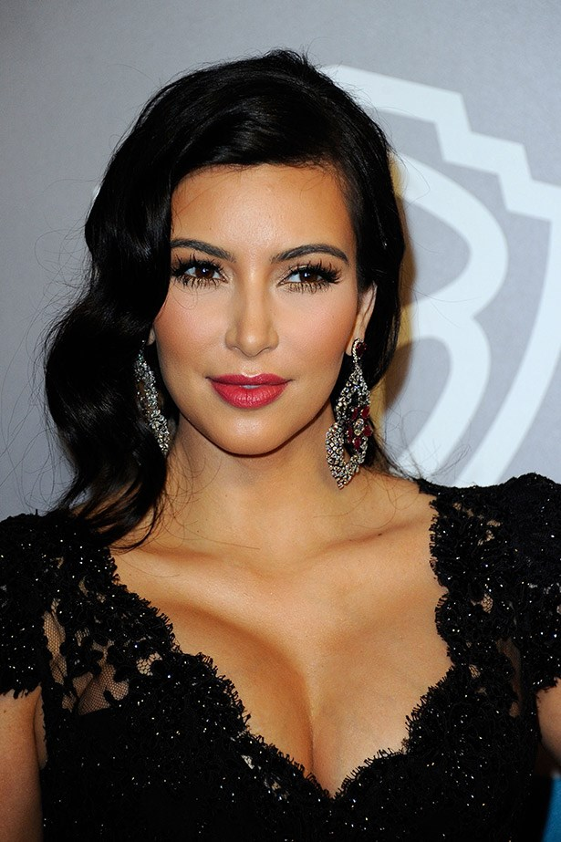 With a raspberry mattte lip. soft vintage-styled waves and a lace dress, Kim K does her version of classic glamour.