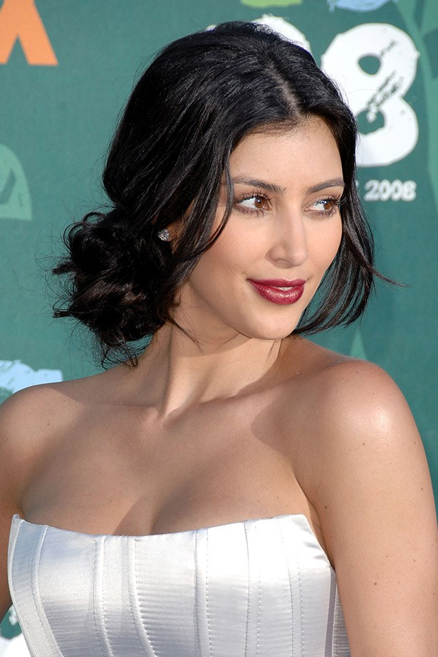 Kids Choice Awards, 2009: One of Kim Kardashian's first noir lip experiments on the red carpet.