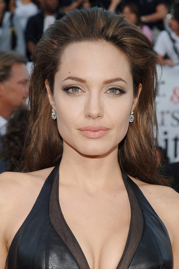 Angelina's sultry style is complemented by exaggerated lashes and a feline flick at the premiere of <em>Mr. & Mrs. Smith</em> in 2005.