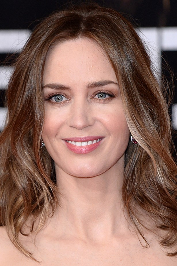 Actress Emily Blunt pairs a sweep of brown eyeshadow with loose, piecey waves at the London premiere of <em>Edge of Tomorrow</em>.