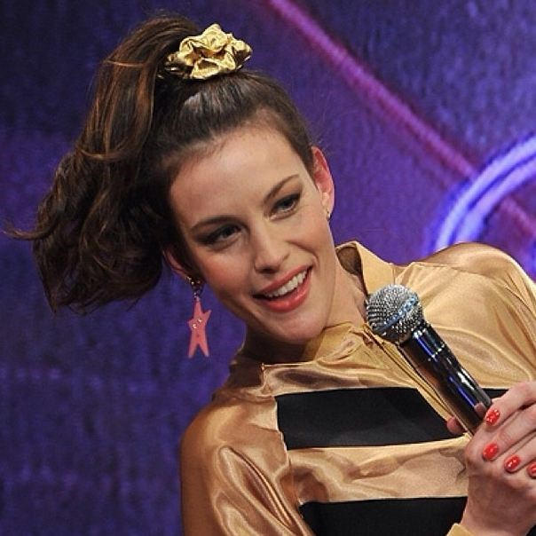 Even Liv Tyler has rocked glorious scrunchie outfit coordination.