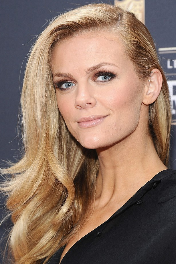 Model-turned-actress Brooklyn Decker wears her honey hued strands in a heavy side part at the NFL Honors at Radio City Music Hall.