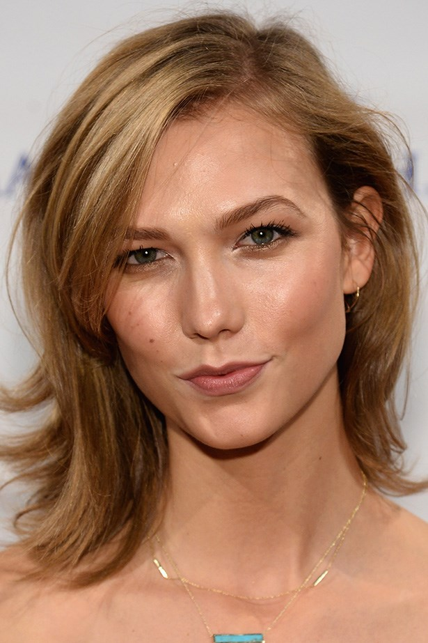 Karlie Kloss pairs a dusty pink shade with expertly contoured cheekbones at the 2014 Make-A-Wish Gala.