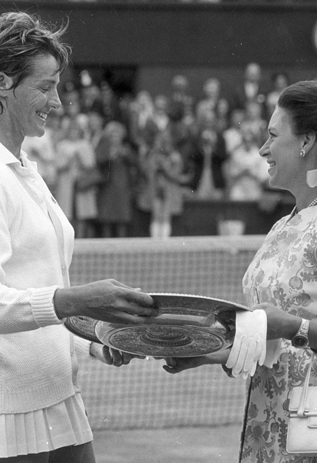 <strong>1970: Aussie Margaret Court wins </strong><br> Princess Margaret presented Australian champ Margaret Court with the women's singles trophy after she defeated American Billie Jean King.