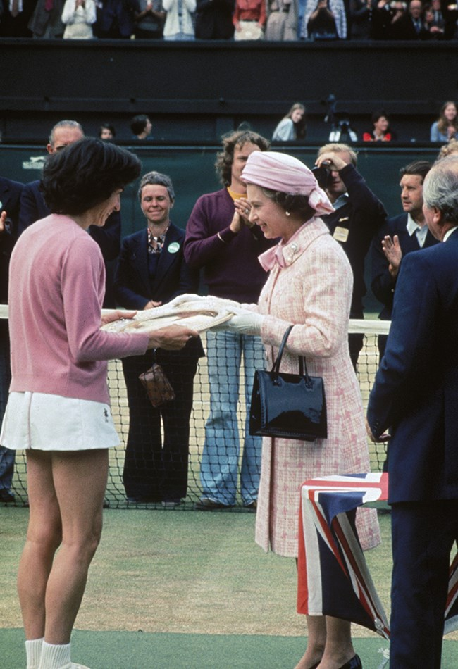 <strong>1977: Queen Elizabeth presents Virginia Wade with her trophy </strong><br> Queen Elizabeth presented the Wimbledon trophy to British tennis player Virginia Wade after she won the women's singles, beating Betty Stove of the Netherlands.