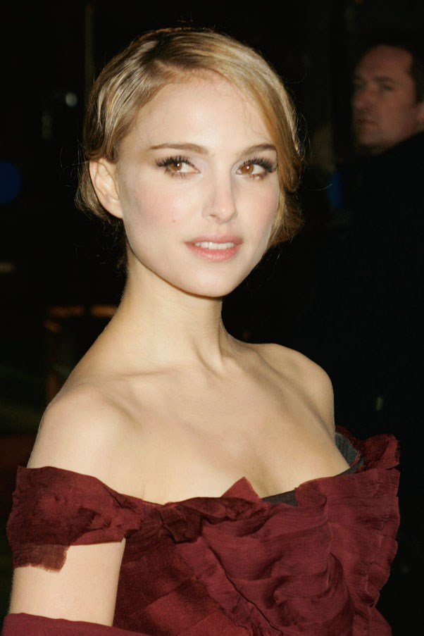 With lighter hair in 2008 at the Royal Premiere of <em>The Other Boleyn Girl</em> in London.