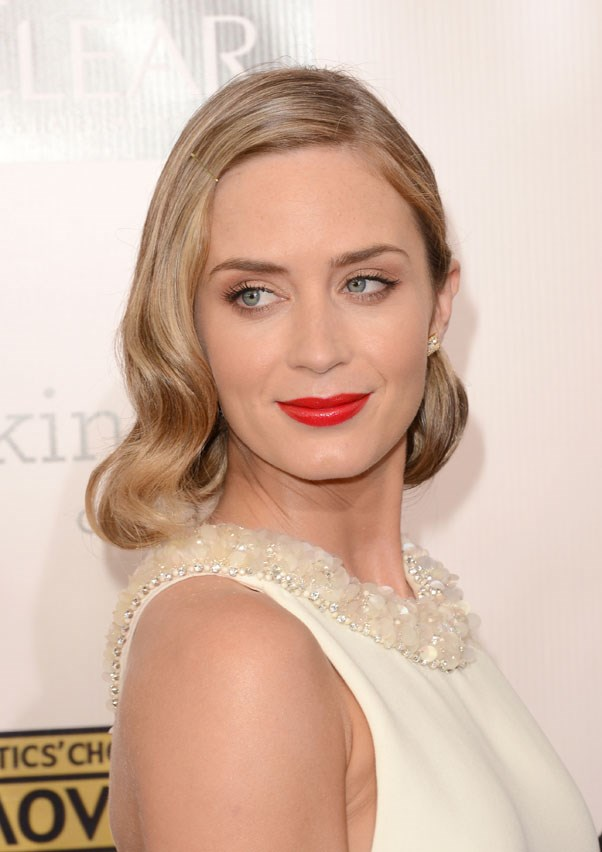 Example B) Blunt with a retro-inspired lip and wavy blonde bob at last year's Critic's Choice Awards.