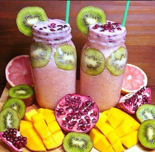 """Another one of @Bysaber's delicious recipes: """"2L Kiwi Pom Pom Paradise Smoothays"""" with kiwi fruits, bananas, pomegranate, mango, strawberries and coconut water."""
