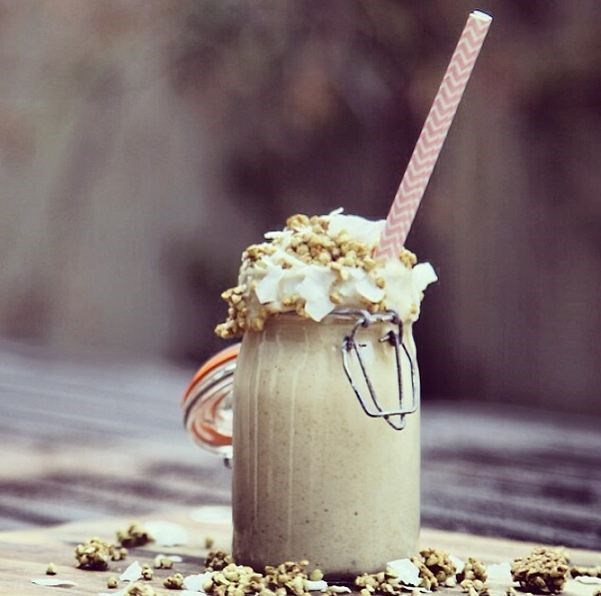 One more from Ellie @nutritionalbite. This time she's 'grammed an epic high-fibre dessert smoothie featuring: 1 cup coconut milk, 1 banana, 3 medjool dates, 1tsp vanilla essence, 1/4cup flaxseed meal, 1/4cup LSA mix, 1/4cup  Coyo coconut yogurt and Topped with Loving Earth caramelised buckinis & coconut chips. Frothworthy.